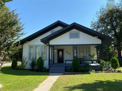 602 S GRAND AVE, Gainesville, TX 76240 - Photo 2