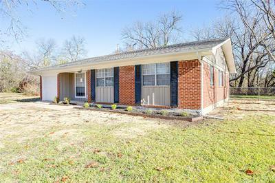 621 CHURCHILL WAY E, Sherman, TX 75092 - Photo 2