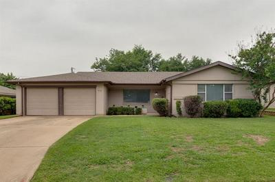 912 CLEBUD DR, Euless, TX 76040 - Photo 1