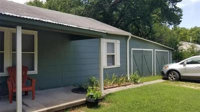 705 S HOWETH ST, Gainesville, TX 76240 - Photo 2