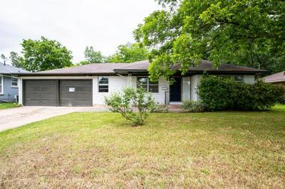 1218 BELMONT ST, Gainesville, TX 76240 - Photo 1