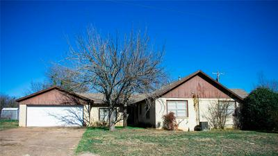 735 S COLLEGE ST, HAMILTON, TX 76531 - Photo 2