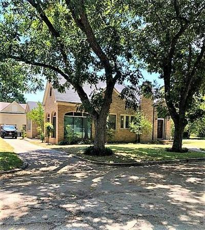 409 W SAN MARCOS, Wortham, TX 76693 - Photo 2