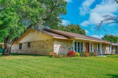 2001 CYPRESS ST, Gainesville, TX 76240 - Photo 2