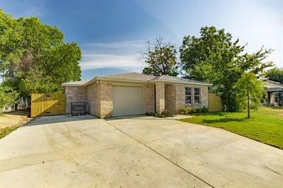 3305 E BERRY ST, Fort Worth, TX 76105 - Photo 1