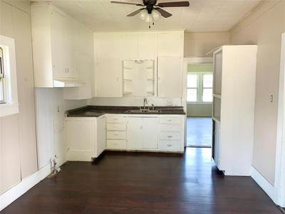 207 N FOLEY ST, Seymour, TX 76380 - Photo 2