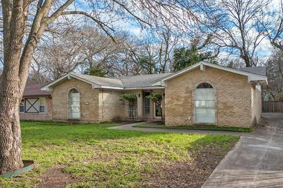 374 LAKEVIEW CIR, DUNCANVILLE, TX 75137 - Photo 1