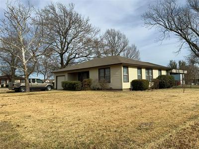 203 S HICKORY ST, Muenster, TX 76252 - Photo 2