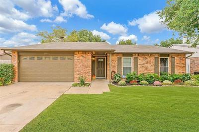 6909 GLENHURST DR, North Richland Hills, TX 76182 - Photo 2