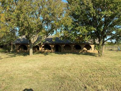 493 N RADIO HILL RD, Gainesville, TX 76240 - Photo 2