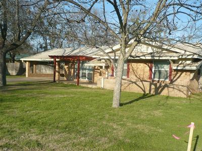1510 REYNOLDS ST, Goldthwaite, TX 76844 - Photo 1