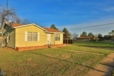 1041 N 3RD AVE, MUNDAY, TX 76371 - Photo 2