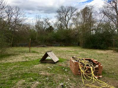 211 WEAVER DR, Sulphur Springs, TX 75482 - Photo 2