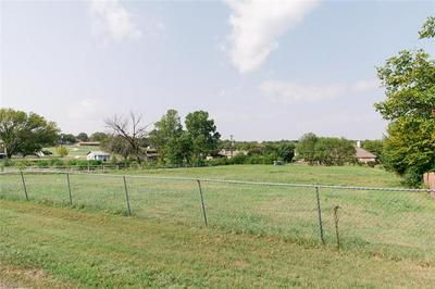 137 PAINT PONY TRL N, Fort Worth, TX 76108 - Photo 2