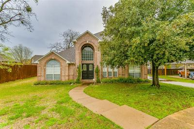 804 RIDGE CREST DR, BURLESON, TX 76028 - Photo 2