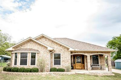 305 HENRIETTA ST, Nocona, TX 76255 - Photo 1