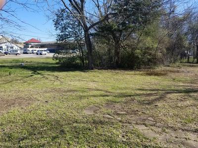 2905 ROBERTS ST, Greenville, TX 75401 - Photo 1
