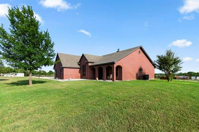 1585 COUNTRY PLACE RD, Weatherford, TX 76087 - Photo 2
