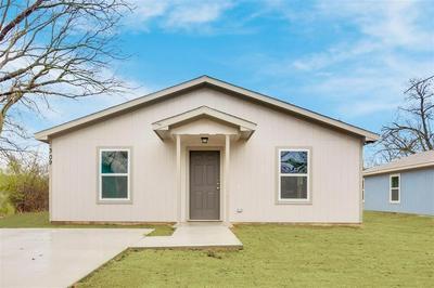 309 N MORRIS ST, Gainesville, TX 76240 - Photo 2