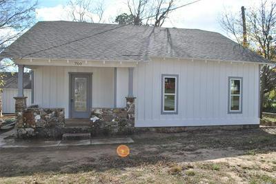 700 E HIGHLAND AVE, Comanche, TX 76442 - Photo 2