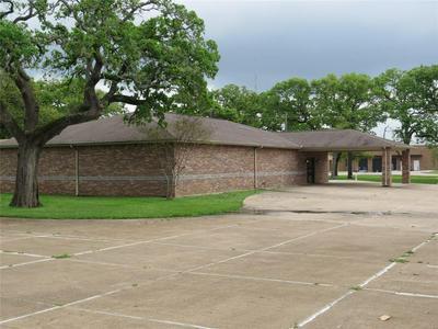 626 W MAIN ST, Fairfield, TX 75840 - Photo 1