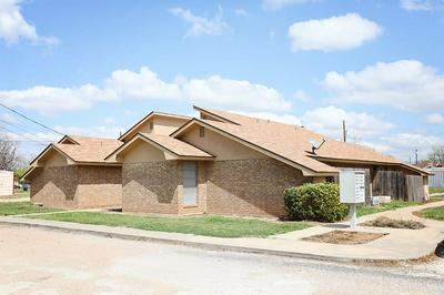 100 S MURRAY ST, WINTERS, TX 79567 - Photo 2