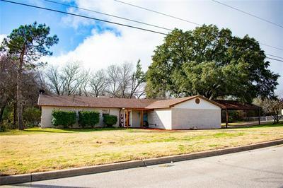 1302 E BOYNTON ST, Hamilton, TX 76531 - Photo 1