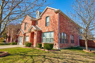 668 CAMPOLINA DR, Grand Prairie, TX 75052 - Photo 2