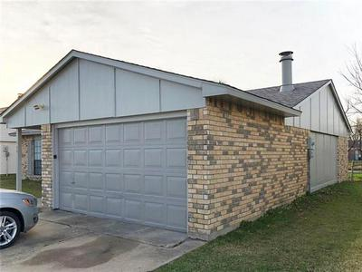 1709 CLARK TRL, Grand Prairie, TX 75052 - Photo 2