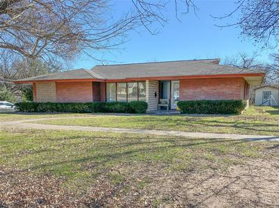 409 COOPER ST, BOWIE, TX 76230 - Photo 1