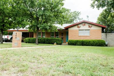 405 HOLLYWOOD ST, Coleman, TX 76834 - Photo 2