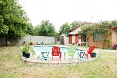 405 HOLLYWOOD ST, Coleman, TX 76834 - Photo 1