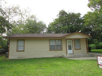 1107 S WINE ST, Gainesville, TX 76240 - Photo 2