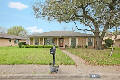 921 PINE TREE LN, DESOTO, TX 75115 - Photo 1