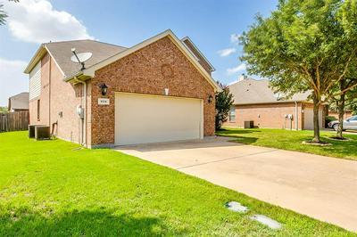 804 W BEND BLVD, Burleson, TX 76028 - Photo 2
