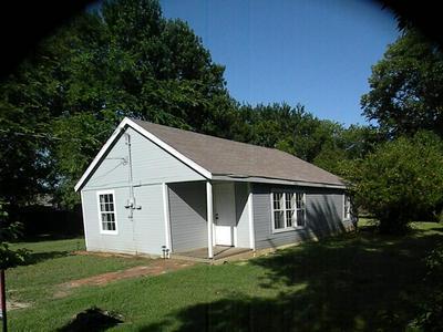 415 JACKSON ST, Krum, TX 76249 - Photo 2