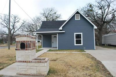 903 MILL ST, Gainesville, TX 76240 - Photo 2