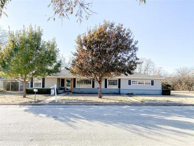611 N PLANTS ST, Seymour, TX 76380 - Photo 1
