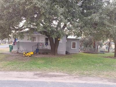 202 N AVENUE R, Clifton, TX 76634 - Photo 1