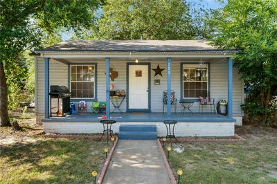 225 W CROSS ST, Mount Pleasant, TX 75455 - Photo 1