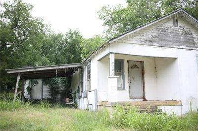 720 W HENRY ST, HAMILTON, TX 76531 - Photo 2