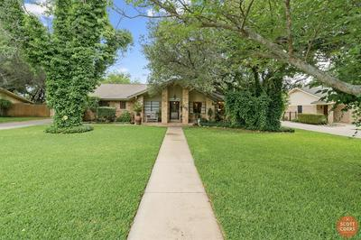 105 BRENTWOOD DR, Brownwood, TX 76801 - Photo 2