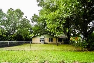 902 MARY ST, Clifton, TX 76634 - Photo 2