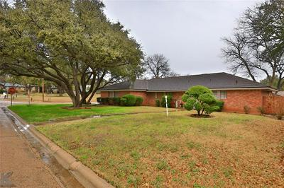 1424 EDGEWOOD ST, SWEETWATER, TX 79556 - Photo 2