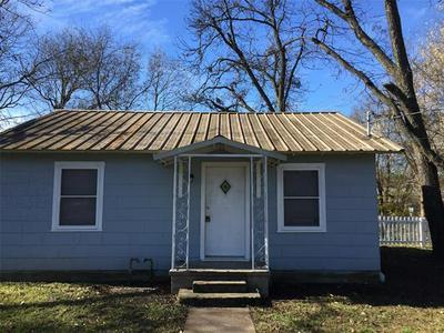 212 N AVENUE I, Clifton, TX 76634 - Photo 2
