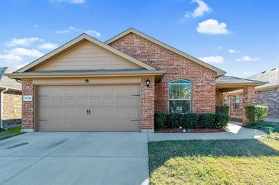 1129 YORK MINSTER DR, Fort Worth, TX 76134 - Photo 2