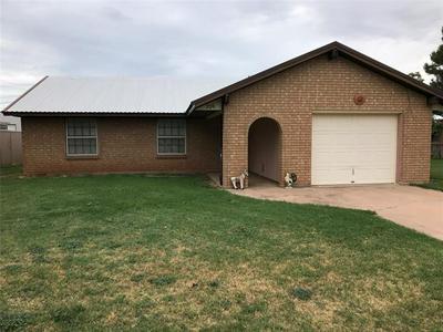 706 N CHARLES ST, Seymour, TX 76380 - Photo 1