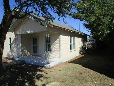 203 E 6TH ST, Quanah, TX 79252 - Photo 2