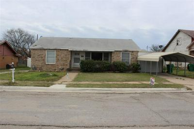 811 W LIVEOAK ST, COLEMAN, TX 76834 - Photo 1