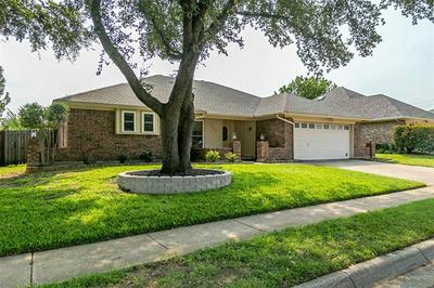 1308 COUNTRY MEADOWS DR, Bedford, TX 76021 - Photo 2